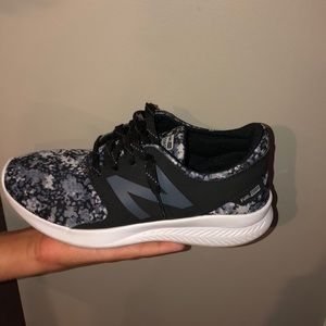 boys new balance sneakers, look brand new
